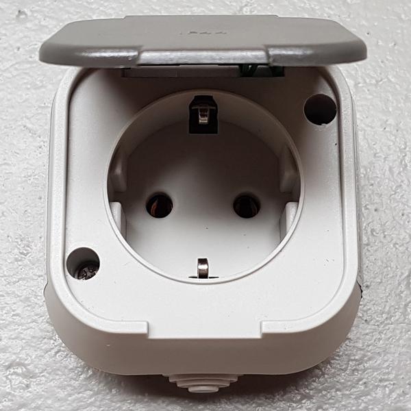 rev ritter standard feuchtraum aufputz steckdose wechsel schalter ip44 grau ebay. Black Bedroom Furniture Sets. Home Design Ideas